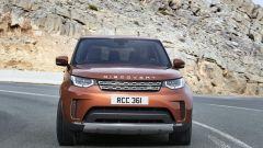Nuova Land Rover Discovery, su strada
