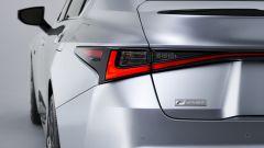 Nuova Lexus IS 2021, dettaglio del fanale posteriore