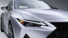 Nuova Lexus IS 2021, dettaglio del gruppo ottico anteriore