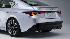 Nuova Lexus IS 2021, dettaglio della 3/4 posteriore