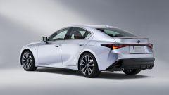 Nuova Lexus IS 2021, vista 3/4 posteriore