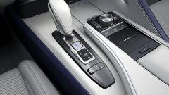 Nuova Lexus LC 500 Convertible, al via le vendite. L'identikit - Immagine: 25