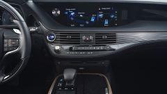 Nuova Lexus LS Hybrid 2018, a gennaio da 105.000 euro - Immagine: 10