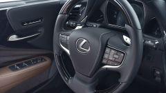 Nuova Lexus LS Hybrid 2018, a gennaio da 105.000 euro - Immagine: 26