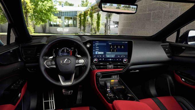 Nuova Lexus NX: l'abitacolo della F Sport