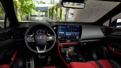 Nuova Lexus NX: l'abitacolo lussuoso e sportivo