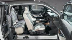Nuova Mazda MX-30 2020: l'abitacolo e le portiere posteriori apribili al contrario