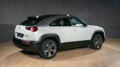 Nuova Mazda MX-30 2020: una vista posteriore