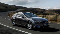 Nuova Mazda6 2017 Wagon: vista 3/4 nel nuovo colore Machine Grey