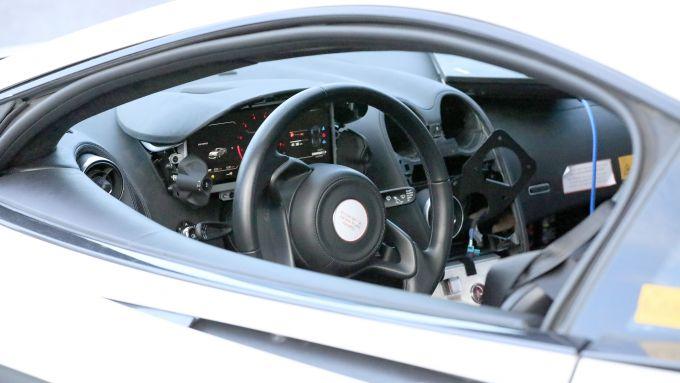 Nuova McLaren 570S, la foto rubata dell'abitacolo