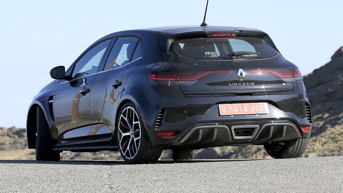 Nuova Megane RS 2020: foto spia della 3/4 posteriore