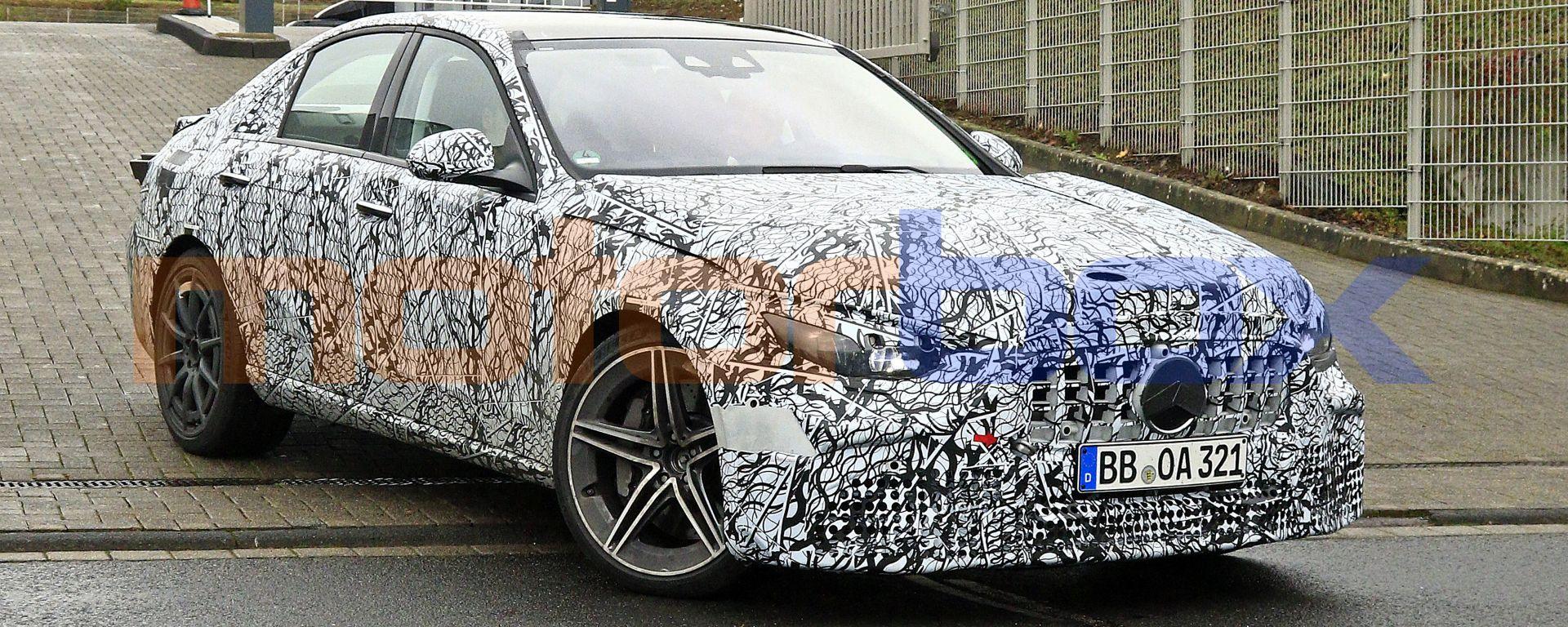 Nuova Mercedes-AMG C63: a colpo d'occhio le forme non cambiano