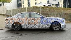 Nuova Mercedes-AMG C63: foto spia del profilo destro