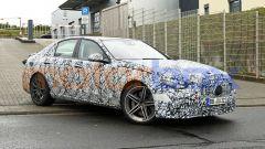 Nuova Mercedes-AMG C63: foto spia della 3/4 anteriore destra