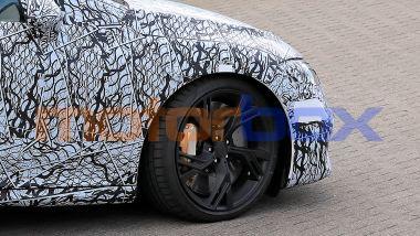 Nuova Mercedes-AMG EQE: il dettaglio delle pinze freno gialle AMG