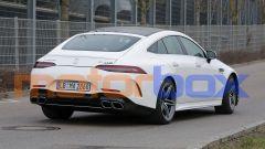 Nuova Mercedes-AMG GT 4: visuale di 3/4 posteriore