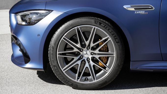 Nuova Mercedes-AMG GT Coupé4 43 4Matic+: i nuovi cerchi a 10 razze