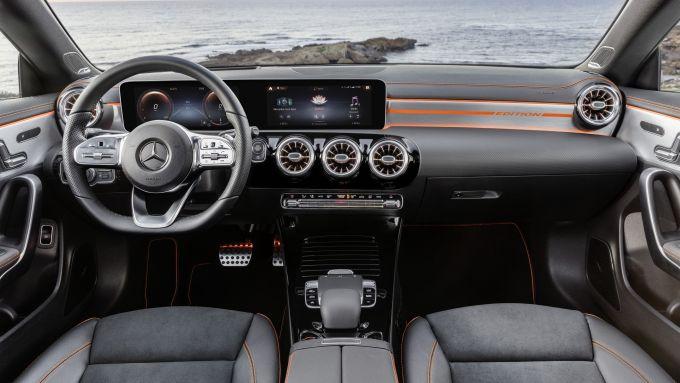 Nuova Mercedes CLA, gli interni