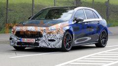 Nuova Mercedes Classe A: le modifiche davanti interessano calandra, paraurti e proiettori a LED