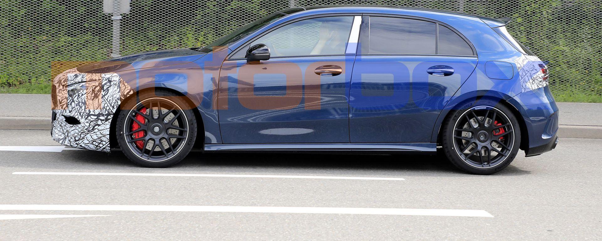 Nuova Mercedes Classe A: una vista di profilo