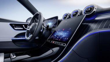 Nuova Mercedes Classe C SW: l'inedito touchscreen verticale da 11,9'' dell'infotainment MBUX