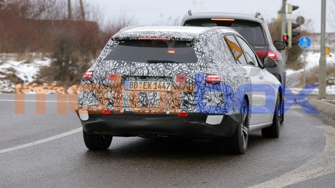 Nuova Mercedes Classe C SW: motori a 4 e 6 cilindri, benzina e diesel, anche ibridi