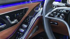 Nuova Mercedes Classe S: gli alza vetri e i comandi per le regolazioni dei sedili e delle luci sono sul pannello porta