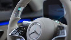 Nuova Mercedes Classe S: il bottone sulla corona del volante per attivare la guida autonoma di livello 3