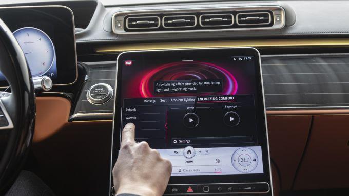 Nuova Mercedes Classe S: il display dell'infotainment con tecnologia OLED