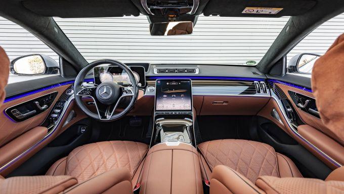 Nuova Mercedes Classe S: il lussuoso abitacolo della berlina di Stoccarda