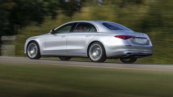 Nuova Mercedes Classe S: la berlina di lusso su strada