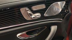 Nuova Mercedes CLS 2021: le regolazioni elettriche dei sedili anteriori sono sulla portiera