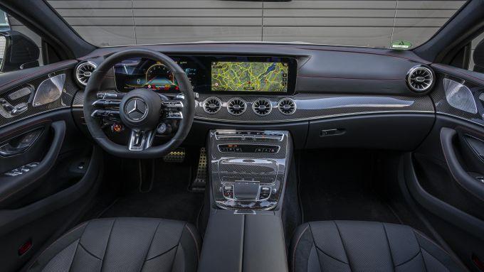 Nuova Mercedes CLS 2021: l'elegante abitacolo con plancia digitale