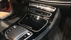 Nuova Mercedes CLS 2021: un dettaglio del tunnel centrale con il touchpad