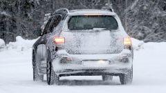 Nuova Mercedes EQB 2020: la neve nasconde un po' i fari a LED posteriori