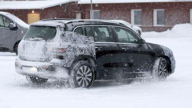 NUova Mercedes EQB: sulla neve proseguono i collaudi del SUV compatto elettrico