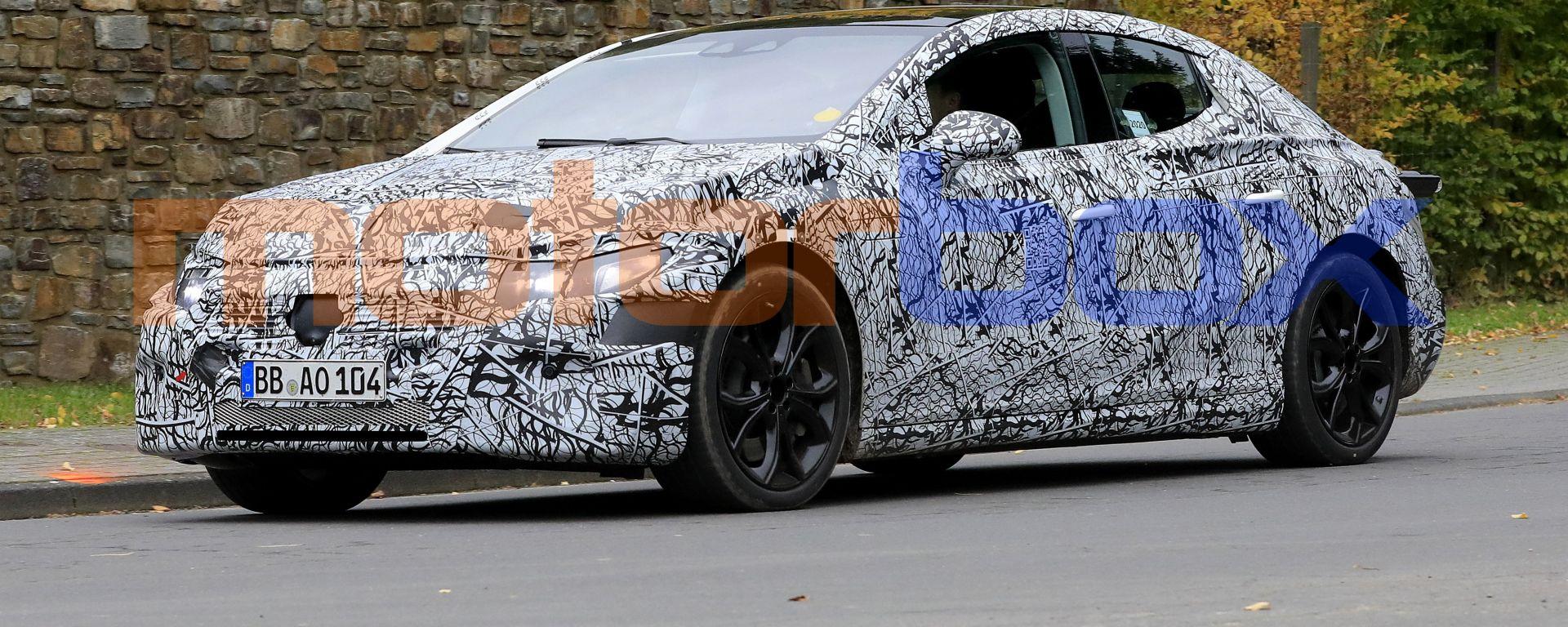 Nuova Mercedes EQE: i prototipi della berlina elettrica proseguono i test su strada