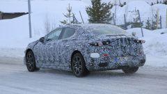 Nuova Mercedes EQE: prototipo ancora molto mimetizzato