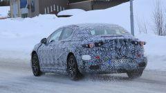 Nuova Mercedes EQE: una vista del 3/4 posteriore