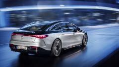 Nuova Mercedes EQS: visuale di 3/4 posteriore