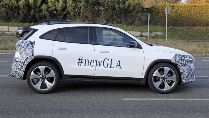 Nuova Mercedes GLA 2021: novità di stile e in abitacolo