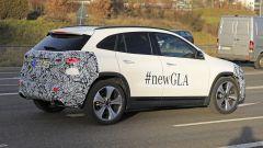 Nuova Mercedes GLA 2021: una vista di 3/4 posteriore