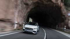 Nuova Mercedes GLA anteriore in movimento