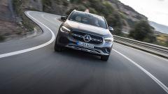 Nuova Mercedes GLA in movimento