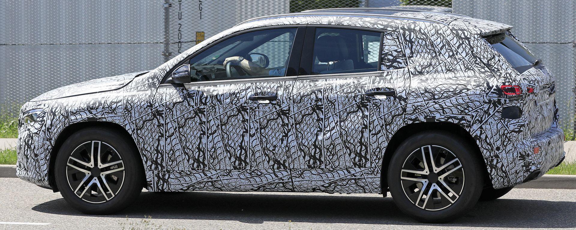Nuova Mercedes GLA, prime foto spia
