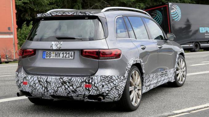 Nuova Mercedes GLB 45 AMG: come cambia lo stile posteriore