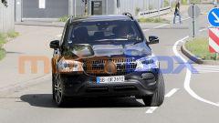 Nuova Mercedes GLE: la grande calandra ridisegnata e il nuovo taglio dei fari anteriori a LED