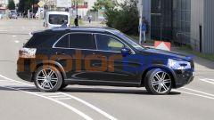 Nuova Mercedes GLE: profilo equilibrato e molto simile al modello attuale