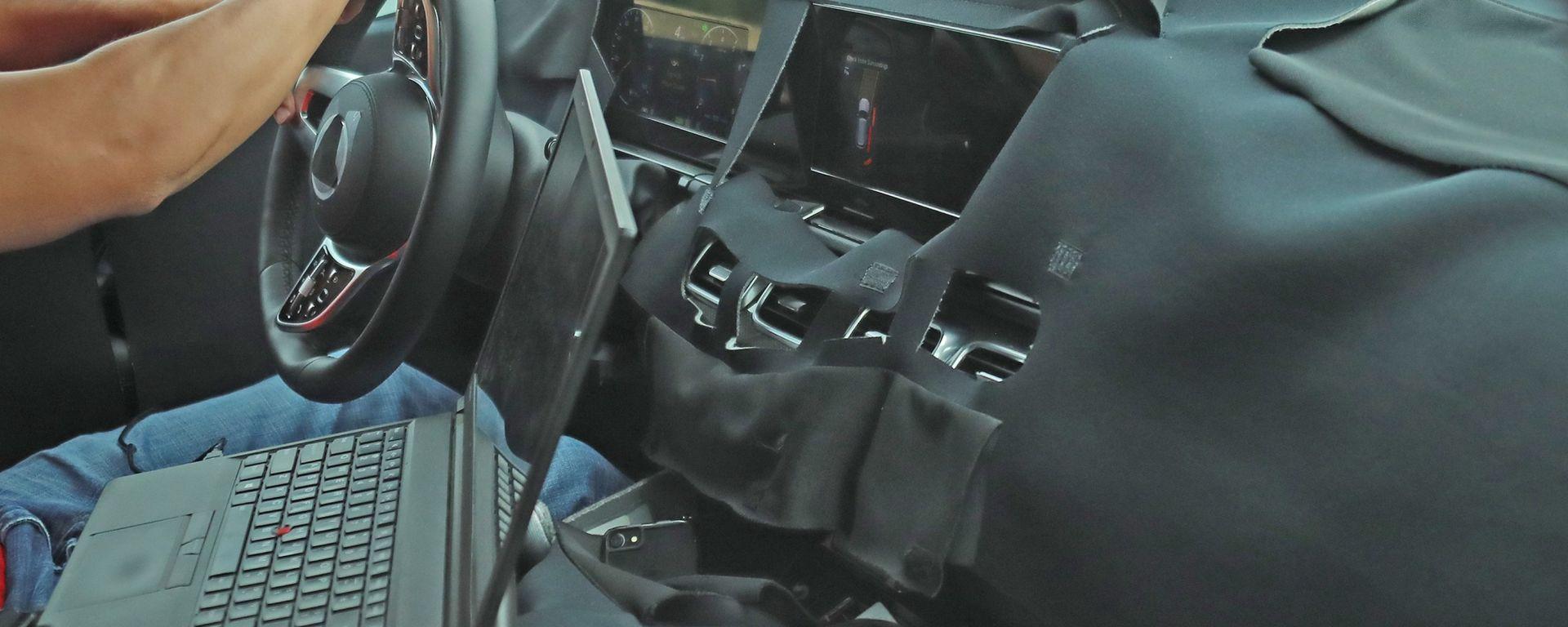 Nuova Mercedes GLS: le immagini spia degli interni