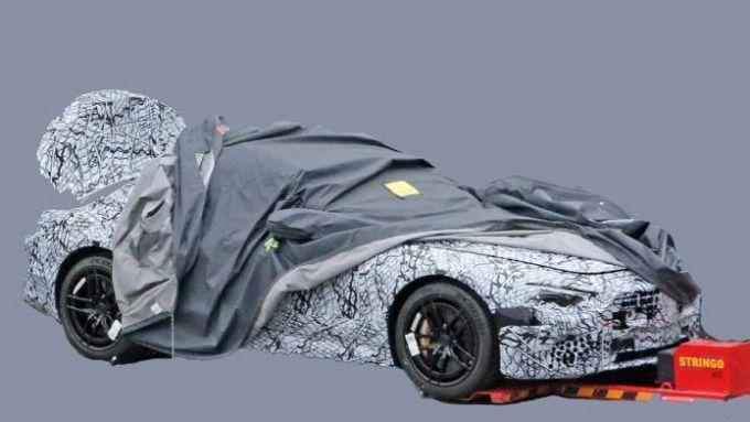 Nuova Mercedes SL 2021, una foto spia